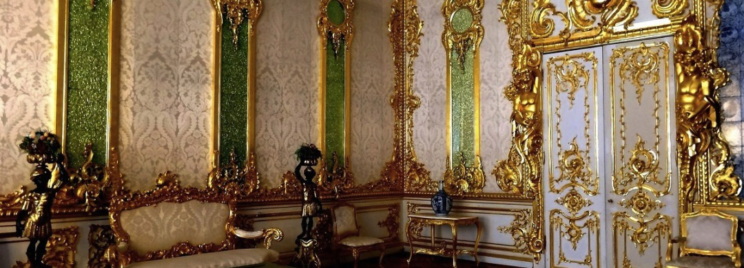 Green Pilaster room